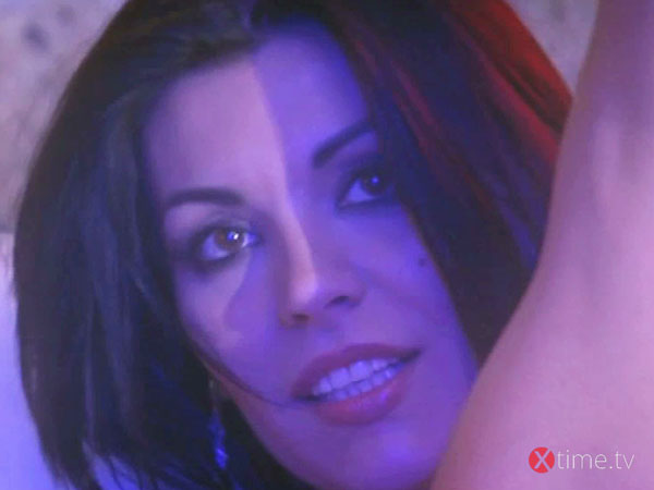 VALERIA BORGHESE Striptease dell'Angelo Perverso - Video gratis